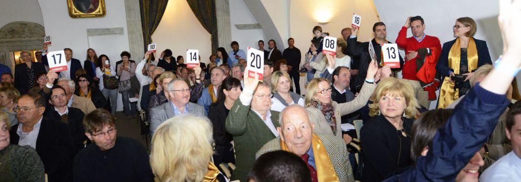 Photo of bidders in auction room at the Great Tokaj Wine Auction 2014 Bakos Zoltán