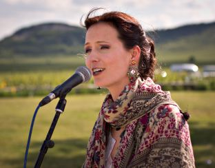 Photo of folk singer Ágnes Herczku